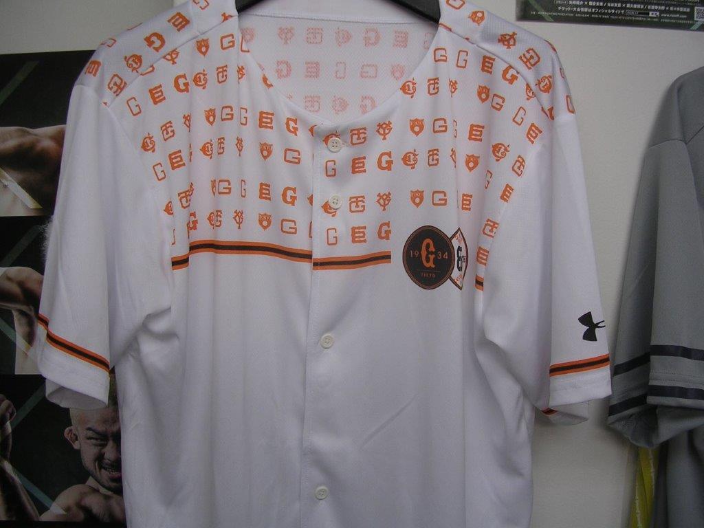 読売ジャイアンツ 85周年記念ユニホームTシャツ 2009年チャンピオン、75周年 オレンジタオル