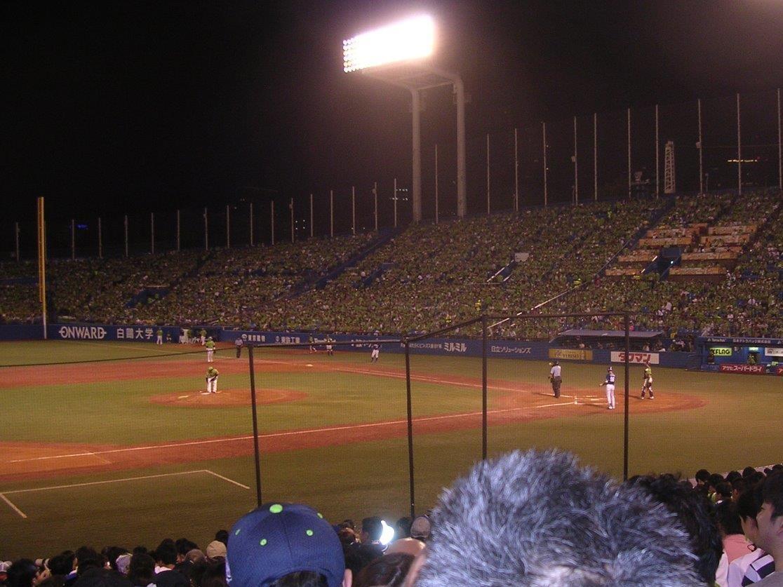 4/8(木)17時30分 東京ヤクルト対広島 明治神宮野球場 2021 TOKYO燕パワーユニホームプレゼントの画像